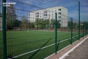 futbolniy_maydanchik_v_nb__6__960_640_4_w